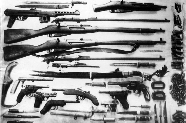 Банда братьев Глаз имела целый арсенал. На вооружении у них было два автомата «Шмайсер», шесть пистолетов ТТ, восемнадцать гранат и другое оружие