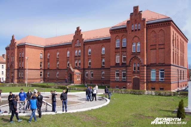В это красивейшее здание техникум переехал в 2013 году. Всего в учебном комплексе их четыре, везде сделали ремонт.