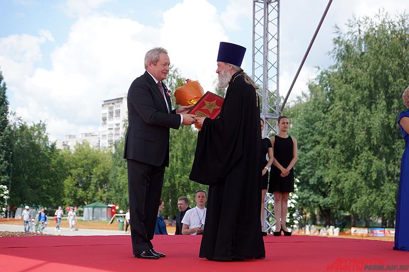 Официально открыл насыщенную программу длительного дня губернатор Пермского края Виктор Басаргин.