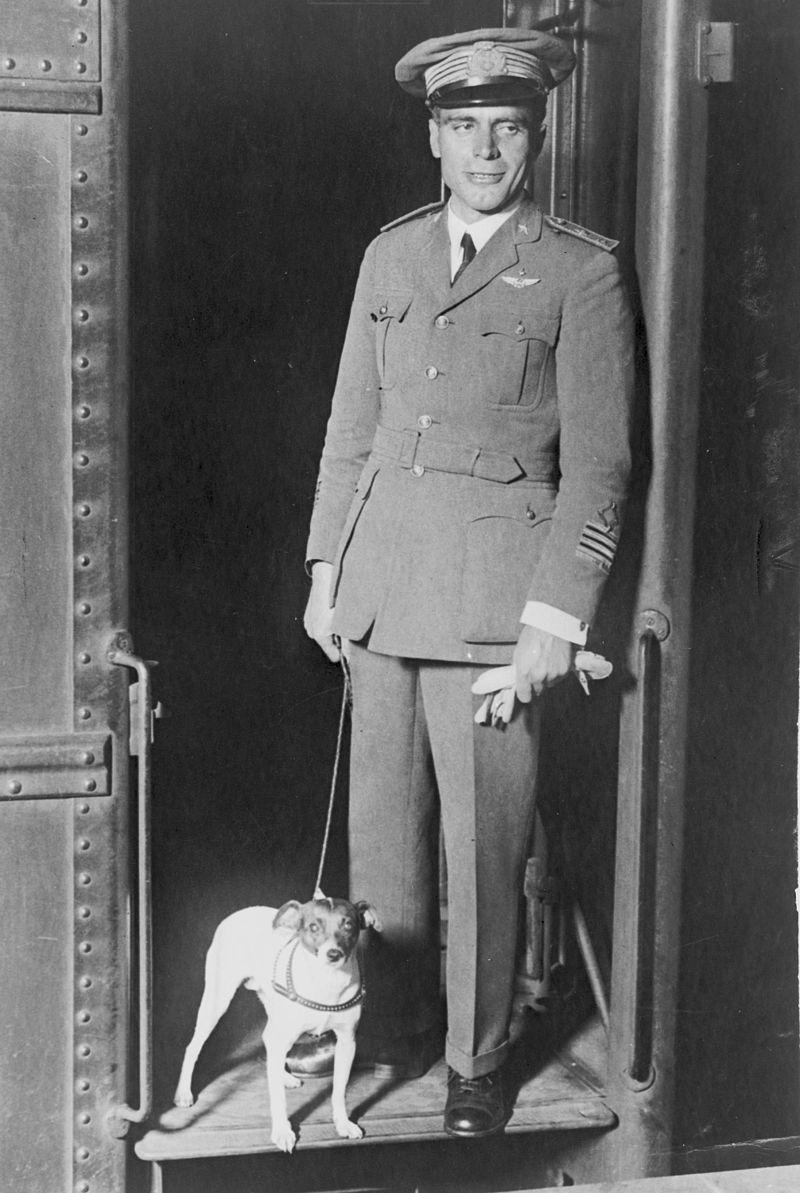 Умберто Нобиле и его собака Титина.