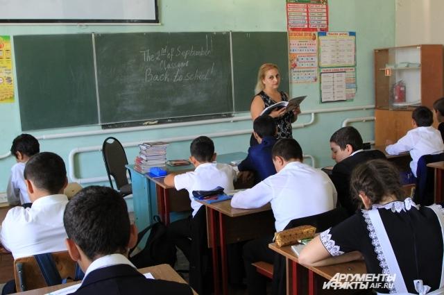 В помещении «Всё для всех» оборудовали пять кабинетов, но места не хватает и дети учатся в две смены.