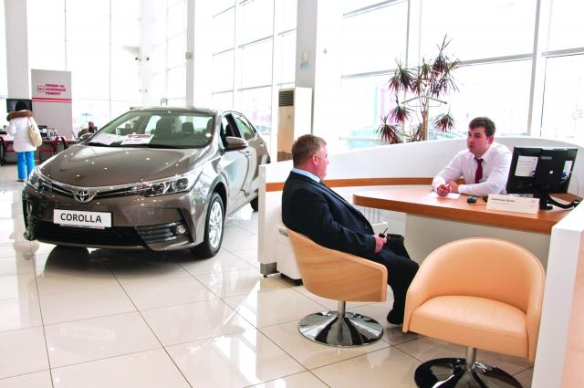 Современный дизайн и комфорт премиум-класса обновлённого автоцентра привлекают клиентов.