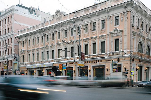 Знаменитый в Москве салон Зинаиды Волконской на Тверской стал прообразом великосветского салона Анны Шеррер в романе Льва Толстого Война и мир