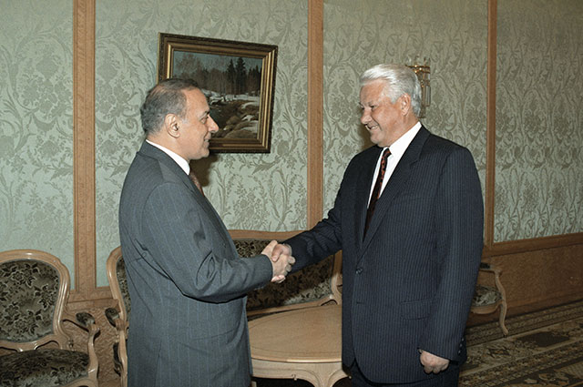 Президент РФ Борис Ельцин и и. о. Президента Азербайджана Гейдар Алиев во время встречи в Кремле. 1993 г.