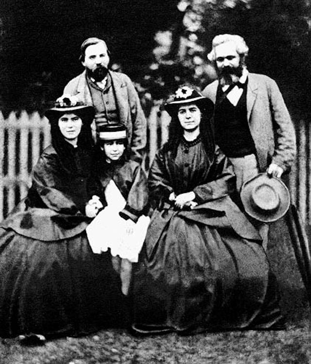 Карл Маркс и три его дочери. Слева стоит Фридрих Энгельс.