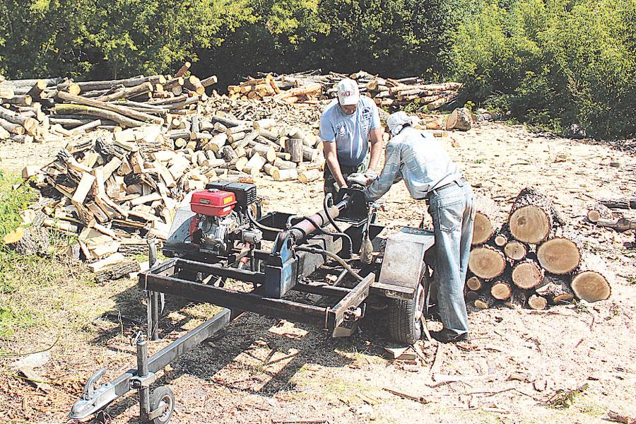 Приобрели механические колуны и доставляют дрова уже готовыми к топке.