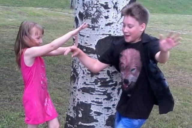 Илья с младшей сестрой.