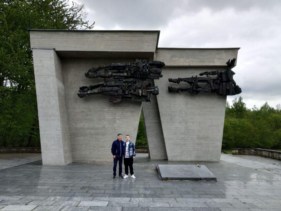 Уральцам помогли отыскать могилу прадеда-фронтовика, погибшего в концлагере.