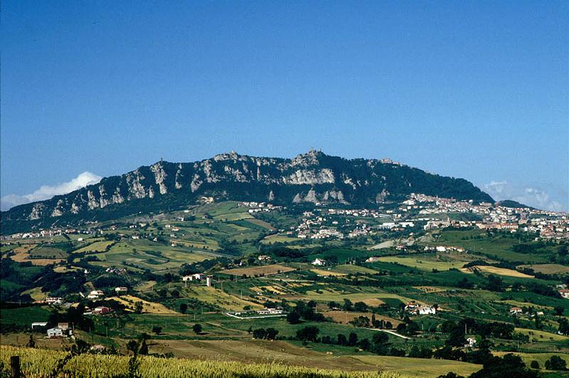 Гора Монте-Титано с её башнями — один из символов Сан-Марино.