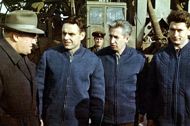 Сергей Королёв с космонавтами на стартовой площадке
