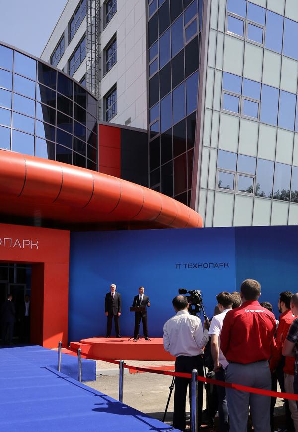 Дмитрий Медведев и Сергей Собянин открыли Физтехпарк в Москве