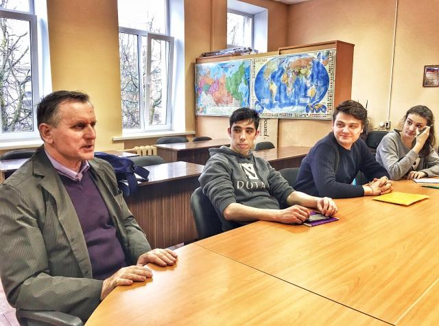Саид Дукаев на встрече с учащимися Школы межэтнической журналистики.