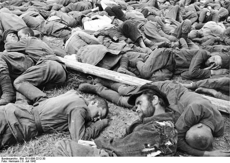 Советские военнопленные в лагере
