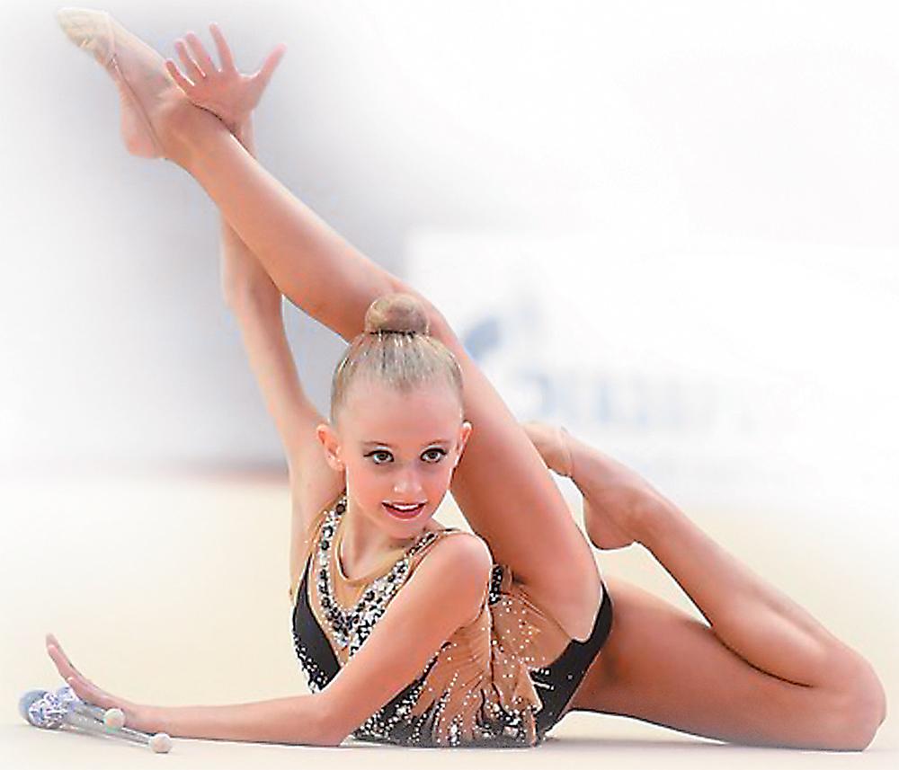 Выступает Даша Вережникова, ученица отделения художественной гимнастики.