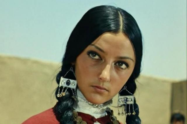 Только три девушки из девяти наложниц гарема были профессиональными актрисами.