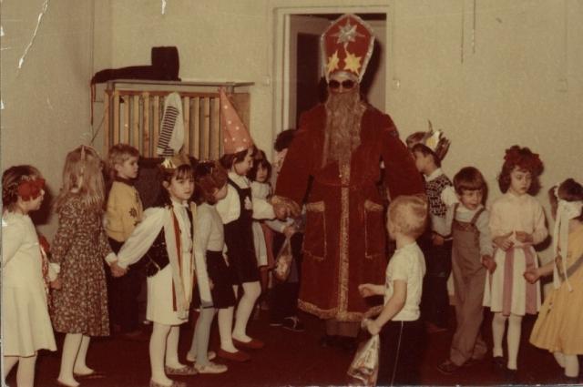 В 1992 году такой Дед Мороз пришёл к ребятам в один из детских садов Перми.