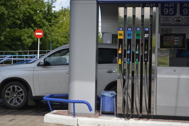 Омские активисты требуют о государства снизить акцизы на топливо.