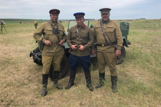 Дмитрий Бердников (в центре) принимал участие в съёмках вместе с Георгием Дроновым (слева).