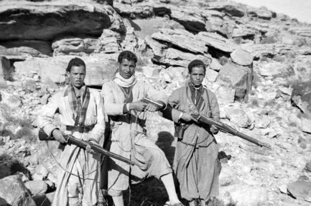 Алжирские повстанцы.