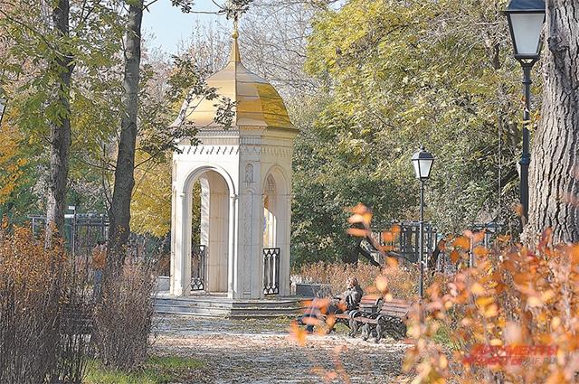 Сквер, прилегающий к Музею им. Андрея Рублёва и Спасо-Андроникову монастырю, озеленили, а вдоль дорожек поставили указатели к местным достопримечательностям.
