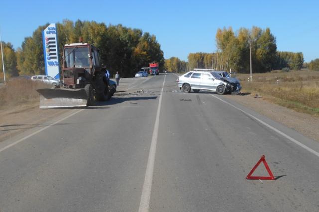 Под Саракташом столкнулись две «легковушки» и трактор