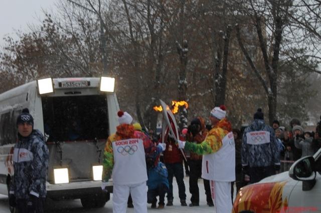 Участники встречи олимпийского огня в Оренбурге