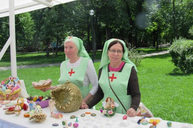 Поделки и сувениры для благотворительной ярмарки были предоставлены храмами, общественными организациями, школами и кадетскими корпусами Ростовской области.