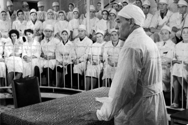 Сегодня в Петербургских медицинских учреждения и по всей стране трудятся сотни учеников хирурга Углова.