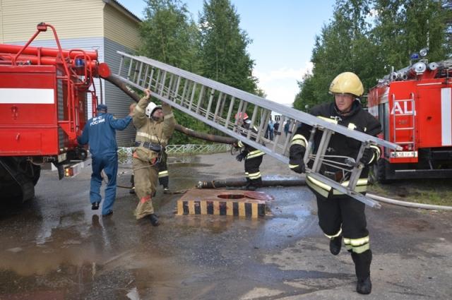 Учения пожарных частей проходят по всему округу.