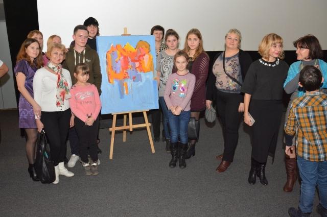 Общение с солнечными детьми вдохновило и Алекса Долля на новую картину.