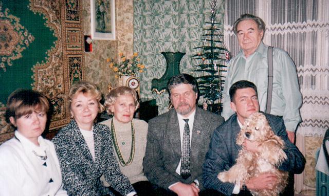 Эдуард Ситдыков с женой, дочерьми и зятьями.
