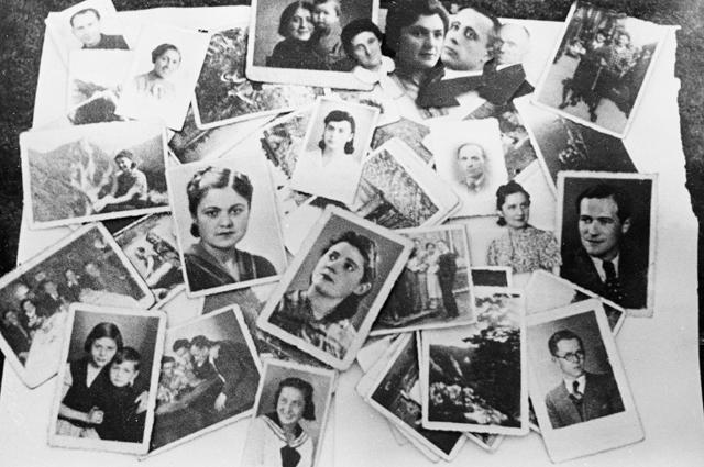 Фотографии людей сожженных в концлагере Майданек в 1944 году.