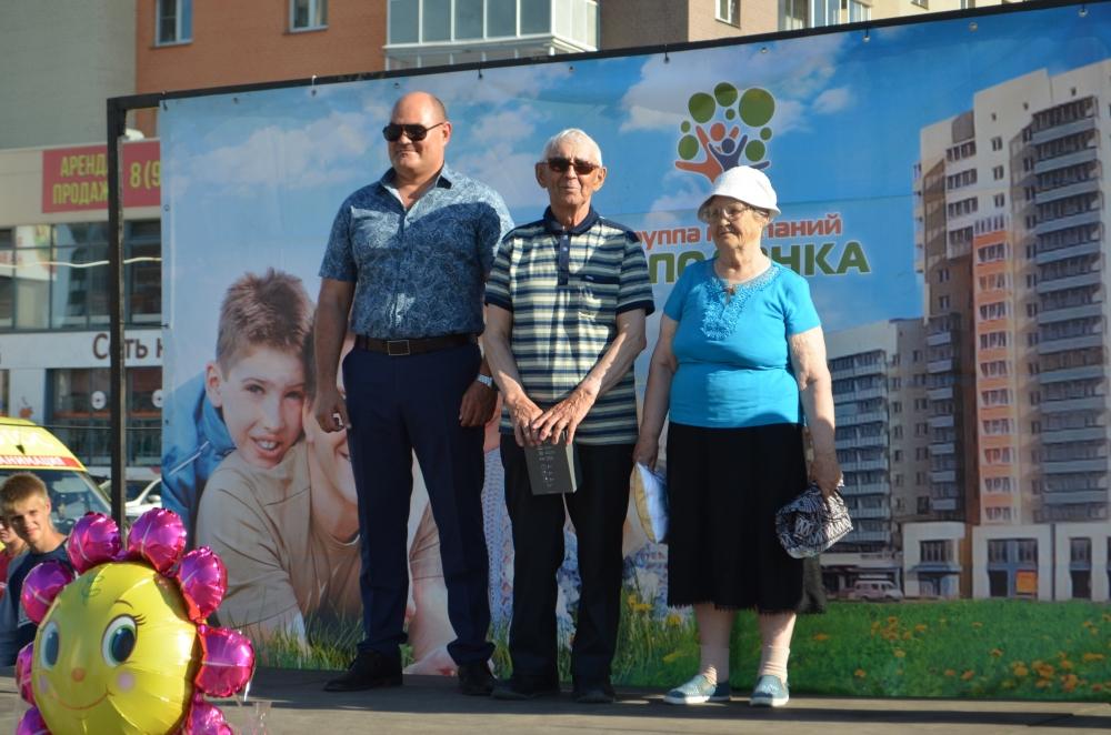Семейные пары, прожившие в браке больше 50 лет, получили памятные подарки.