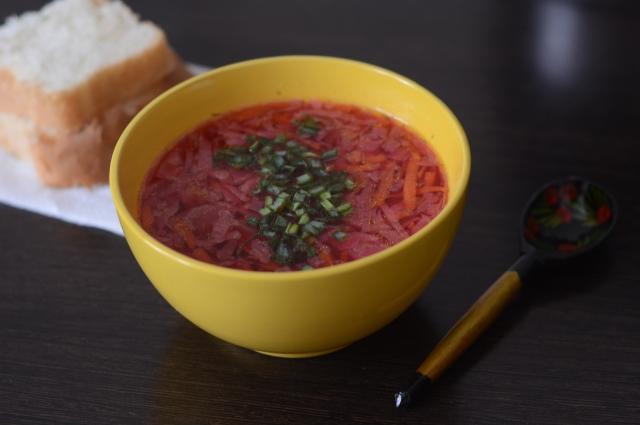 Приготовить борщ можно из самых доступных ингредиентов.