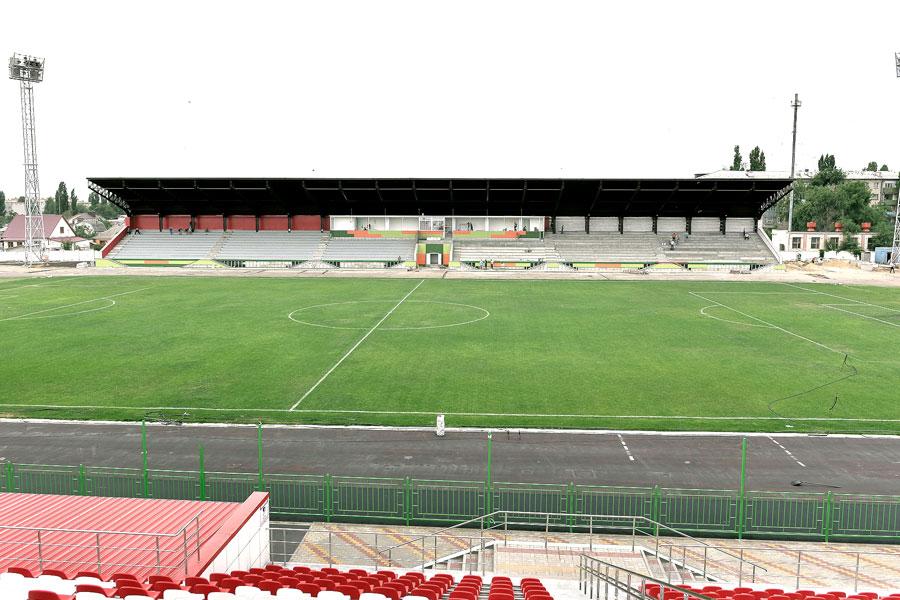 Обновление стадиона началось в 2016 году, а в сентябре этого года, к Дню города Лиски, все работы будут завершены.