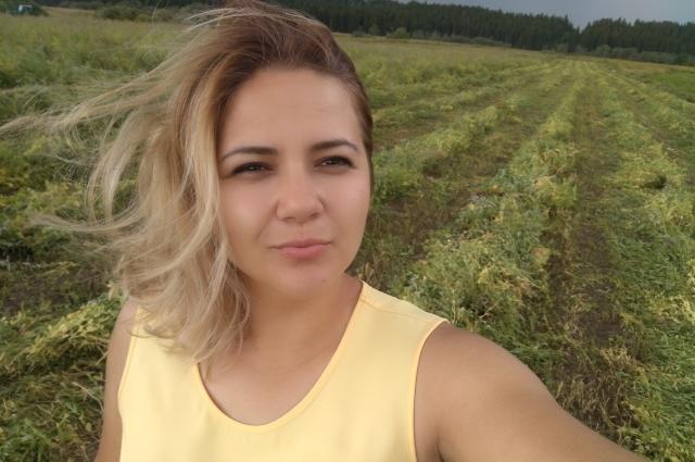 Оля в четыре утра привозила своих работниц на гороховое поле, чтобы к 8:00 отвезти товар на рынок.