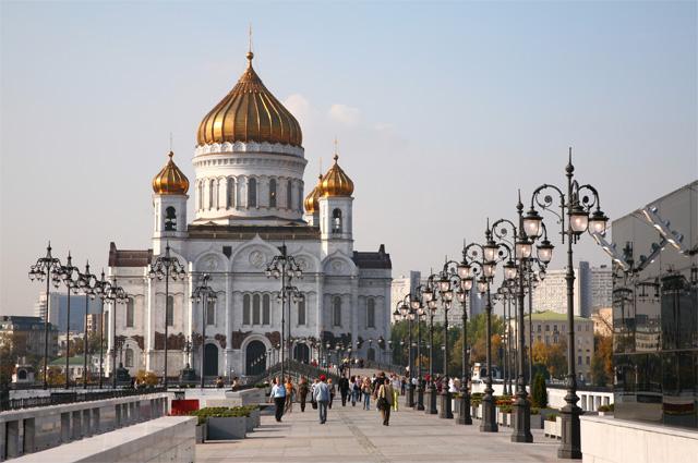 Храм Христа Спасителя в Москве большевики все-таки взорвали.