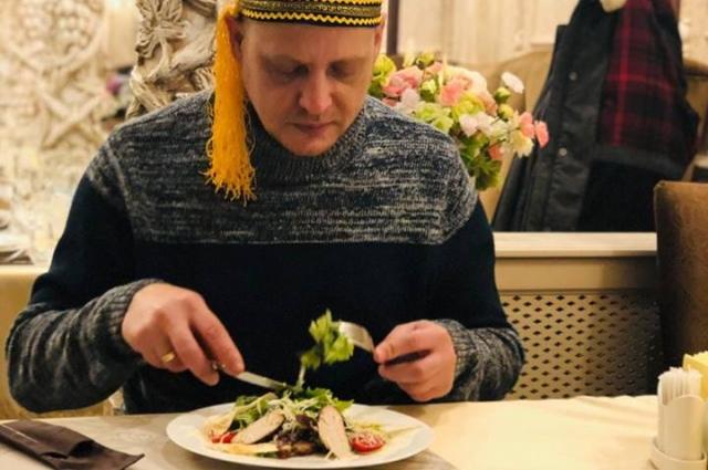 Любимое блюдо Олега - баранина по маррокански.