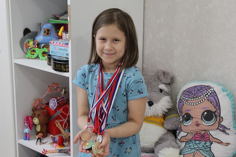 Летом Лера выиграла соревнования по черлидингу среди дошколят.