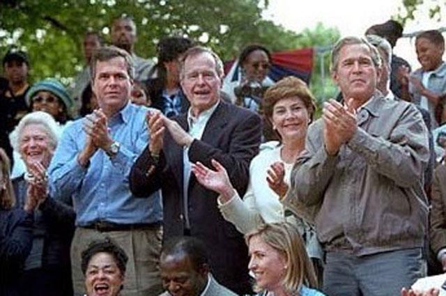 Барбара Буш, Джеб Буш, Джордж Буш-старший, Лора Буш и Джордж Буш
