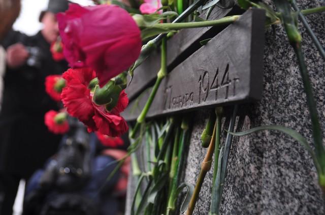 блокада ленинграда, памятник, возложение цветов