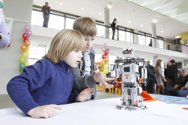 После урока математики – на кружок робототехники.