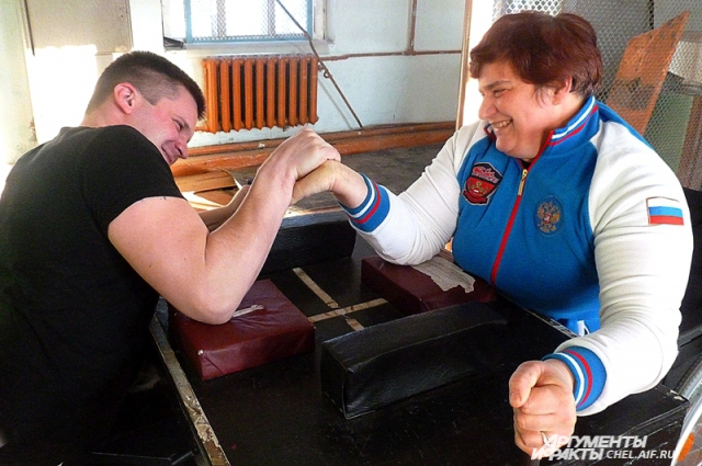 на тренировки спешат и пенсионеры с артритом, и инвалиды, и больные ДЦП