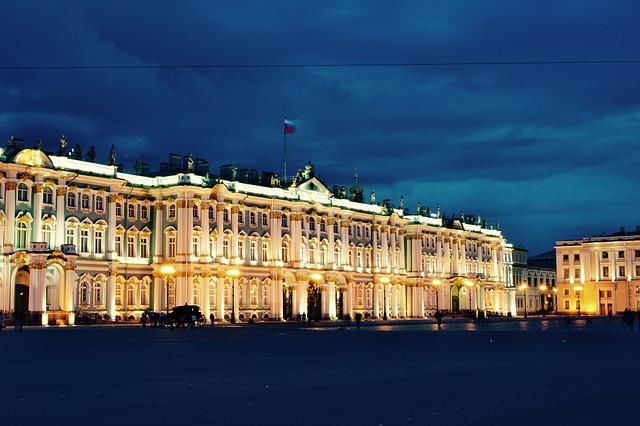Тур в Санкт-Петербург - отличный подарок.
