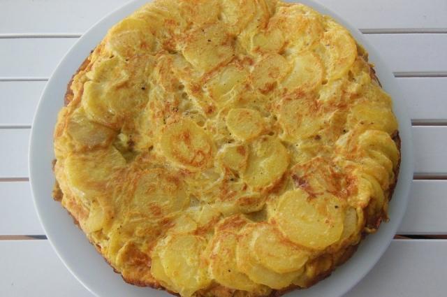 Основной ингредиент в тортилье - картофель.