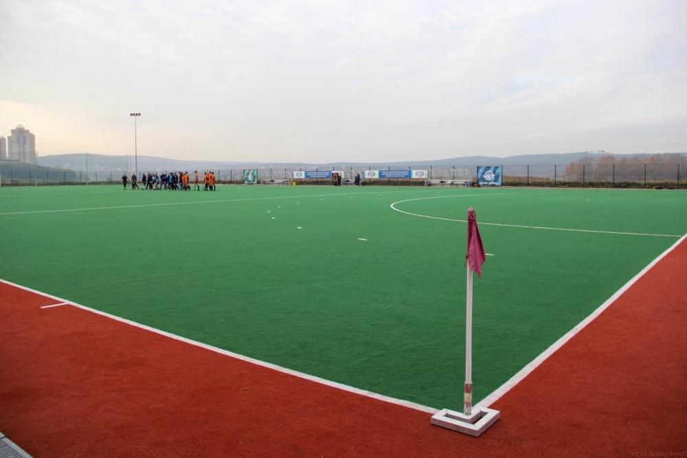 Сейчас одно поле на Химмаше уже принадлежит юным спортсменам, занимающимся хоккеем на траве