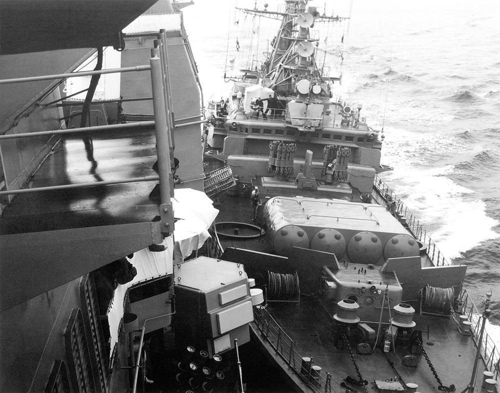 Сторожевой корабль «Беззаветный», чтобы вытеснить изтерриториальных вод СССР крейсер США «Йорктаун», пошёл напрямое столкновение сним, 1988г.
