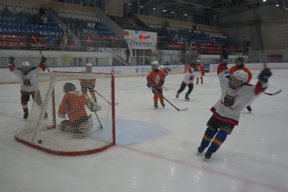 В полуфинале пермская «Академия» уверенно победила «Медведей» из Соликамска.