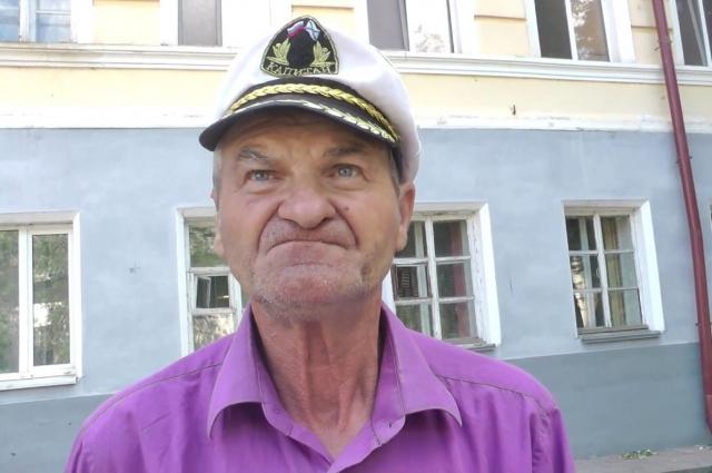 Олега Хорунжева часто видели на улицах города. распевающим песни.