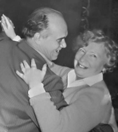 Отец и мать познакомились в таганрогском театре.
